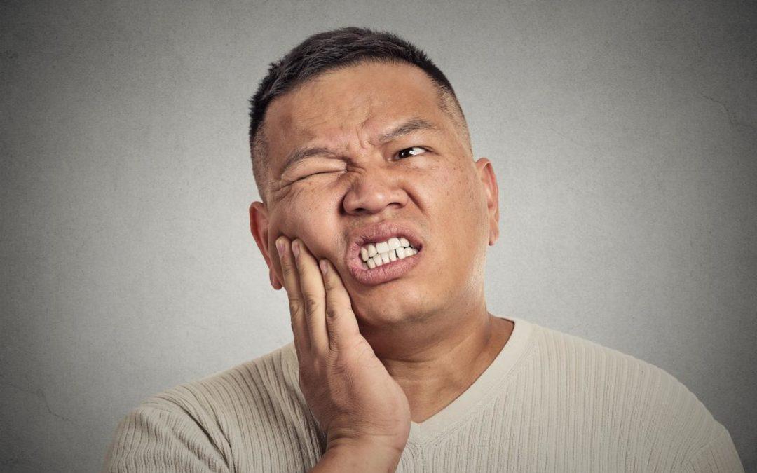 Curare il Mal di Denti con le Erbe Officinali